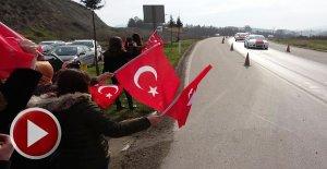 Afrin gazisi, Türk bayraklarıyla karşılandı