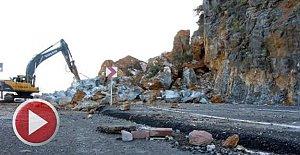 Dev Kayalar Karayolunu Kapattı