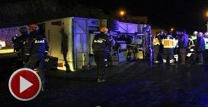 Yolcu Otobüsü Devrildi: 1 Ölü, 22 Yaralı