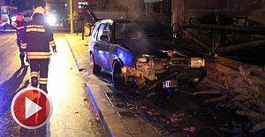 Alkollü sürücü, sigara yakmaya çalışırken kaza yaptı