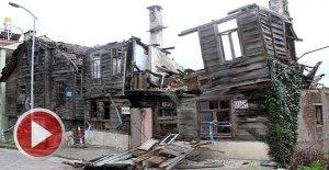 Şiddetli fırtına tarihi binalara zarar verdi