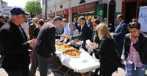 Vatandaşlara Kandil Tatlısı ikram edildi