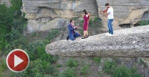 100 Metre Yükseklikte Nefes Kesen Evlilik Teklifi