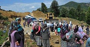 Köylüler Yol Yapımına Engel Oldu