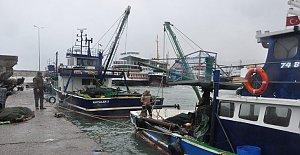 Amasra'da 2 Balıkçı Teknesi Karaya Oturdu