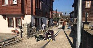Samancıoğlu Sokak'a Antik Parke