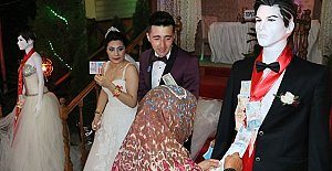 Düğünde Takılar Mankenlere Takıldı