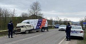 Otomobil İkiye Bölündü: 1 Ölü, 1 Yaralı