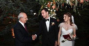 Kılıçdaroğlu, Cenap ve Victoria'nın Nikah Şahidi