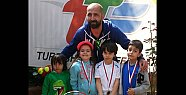8 yaşta ilk madalyalar