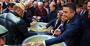 Ak Parti Simit, MHP Helva, Saadet Lokum Dağıttı