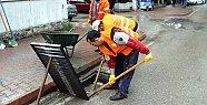 Altyapı ekipleri yağmura karşı önlem alıyor