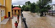 Bartın'da Sel: Polisler mahsur kaldı, cami sular altında