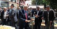 Başkan Karaman Kandil Tatlısı Dağıttı