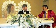 Başkan mutlu çiftleri yalnız bırakmıyor