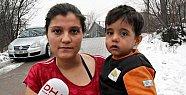 Çocuklarıyla sokakta kalan hamile kadın