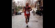 Maratondan maratona koşuyor