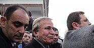 Mehmet Ali Şahin Eşini Gözyaşları İçinde