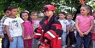 Miniklere yangın eğitimi devam ediyor