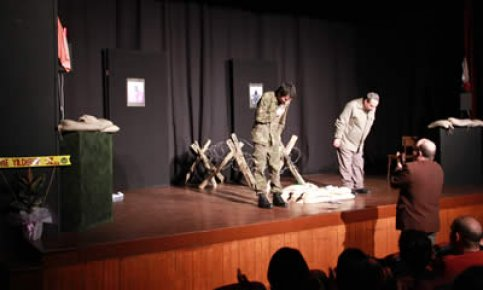 Tiyatro Çınar Seyircisiyle Buluştu