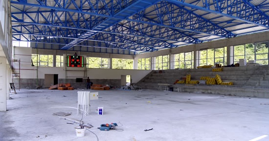 Tunç, Amasra Adalet Sarayı ve Amasra Kapalı Spor Salonu'nda incelemelerde bulundu