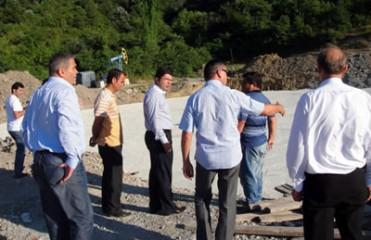 Tunç Amasra Kapalı Spor Salonu inşaatında incelemelerde bulundu