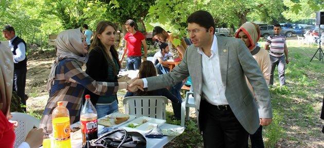 Tunç öğrencilerle piknikte
