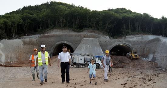 Tunç tünel inşaatında incelemelerde bulundu