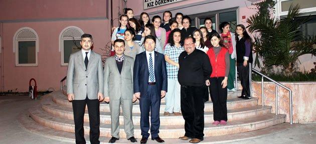Tunç'tan kız öğrencilere ziyaret
