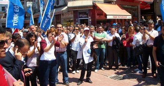 Türkiye Kamu-Sen üyeleri iş bırakma eylemi yaptı