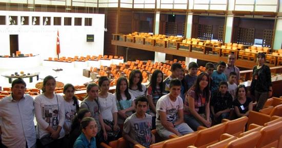 Ulus 75'inci Yıl Cumhuriyet İlköğretim Okulu öğrencileri TBMM'yi gezdiler