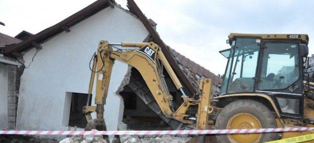 Uşak'ta Tarihi Binanın Restorasyonunda Göçük: 1 Ölü