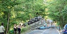 Tır İle Otomobil Çarpıştı: 1 Ölü, 2 Yaralı