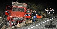 Ulus'ta Kamyon Devrildi: 2 Ölü, 4 Yaralı