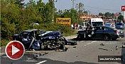 İki araç kafa kafaya çarpıştı: 1 ölü