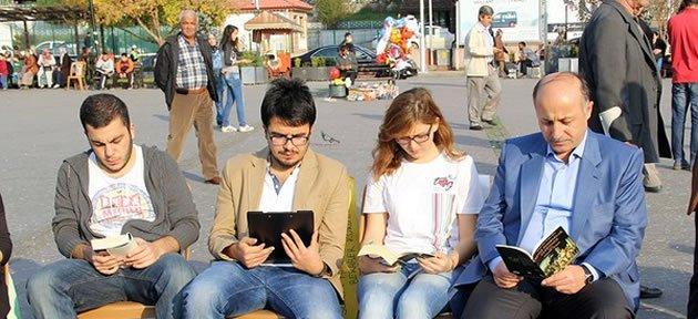 Vali Öğrencilerle Kitap Okudu