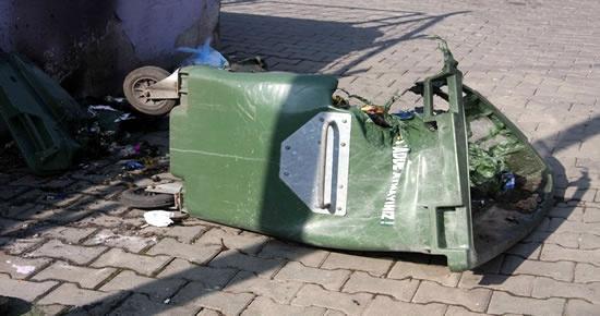 Yanmakta olan maddelerin çöp konteynırına atılması çok tehlikeli