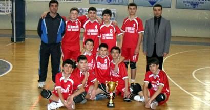 Yıldız Erkekler Voleybol kupası Vali Tevfik Başakar İlköğretim Okulu'nun