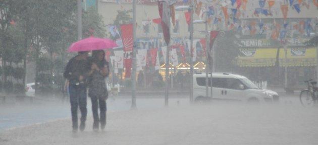 Yoğun Yağmur Hayatı Felç Etti