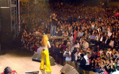 Ziynet sahnede, Bilgin halkla içiçe