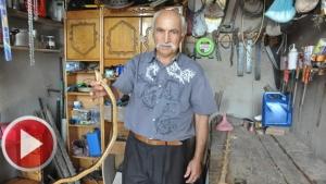 Bartınlı emekli madenci orman gülünden yılan yaptı