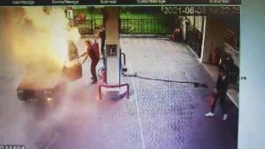 Bartın'da Alev Topuna Dönen Aracı Soğukkanlılıkla Söndürdü