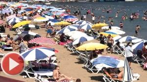 Amasra sahilinde şemsiye açacak yer kalmadı