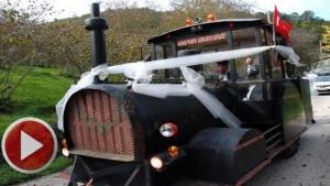 Bartın'da Kara tren lokomotifi görünümlü traktör gelin arabası oldu