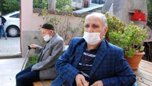 Bartın'da 103 yaşındaki Cafer dede Kovid-19'u yendi