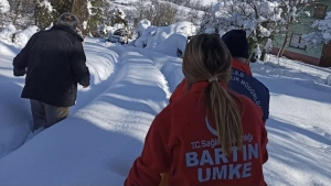 Bartın'da Hasta Vatandaşlar Paletli Ambulansla Kurtarıldı