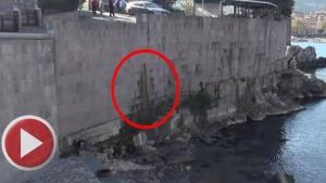 Amasra Kalesinin duvarından kanalizasyon akıyor