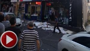 Bartın'da otelin dış cephe kaplaması caddeye düştü