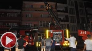 Bartın'da 4 katlı binanın çatı katı yandı: 1 kişi dumandan etkilendi