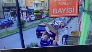 Bartın'da baba oğulun bıçaklanma anı kamerada
